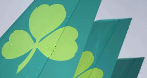 Aer Lingus board backs takeover bid