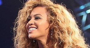 Surpirse new album from Beyonce appears on iTunes