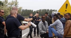 Labour wants France to pay compensation for Calais chaos