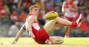 Tommy Walsh wins possession for the Sydney Swans. Picture: Matt King/Getty