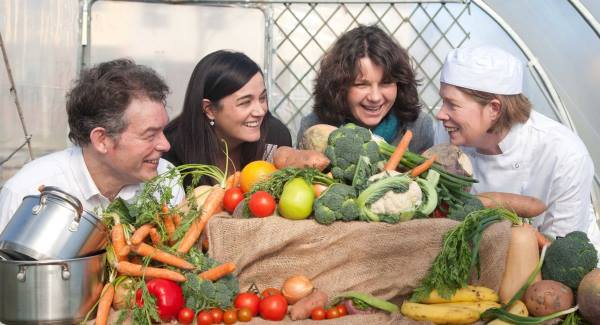Dr Colin Sage, Department of Geography, University College Cork, Ms Denise Cahill, Healthy Cities Co-ordinator, Health Promotion Department , HSE – South, Ms. Katherine Harford, NICHE and Chef Mercy Fenton, Picture Clare Keogh