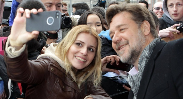 Russell Crowe meets fans at the Irish premiere of 'Noah'. Picture: Brian McEvoy/Artur Widak