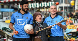 Dublin footballer Cian O'Sullivan and hurler David O'Callaghan with Moore Street trader Marie Cullen at yesterday's launch of  a new home insurance offer by Dublin's official sponsors AIG Insurance. Picture: Sportsfile
