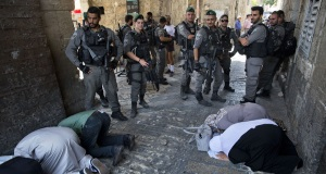 Muslim leaders back continued prayer protests at Jerusalem shrine