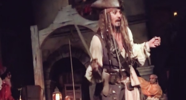 The Real Johnny Depp Surprised Guests At Disneyland Dressed As Jack Sparrow