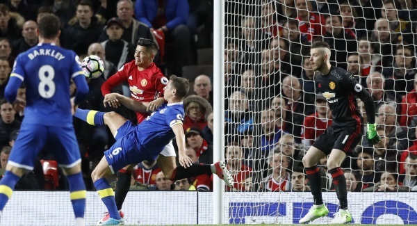 Jose Mourinho attacks his players after 1 - 1 draw with Everton