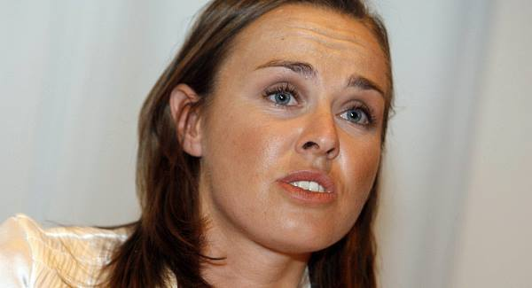 Martina Hingis announces third retirement from tennis