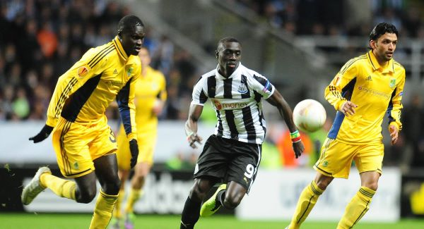 Newcastle United's Papiss Cisse gets away from Metalist Kharkiv's Papa Gueye (left) and Edmar (right) Picture: PA