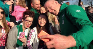 Paul O'Connell with fans at Dublin Airport today. Pic via @DublinAirport
