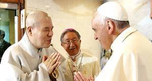 Pope Francis, greets Ja Seung, a Head of the Jogye Order of Korean Buddhism