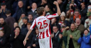 Crouch rescues point for Stoke at London Stadium