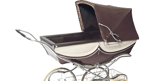 Vintage Silver Cross coach-built carriage pram estimated at €250-€300 sold for a hammer price of €530 at Dolan's sale.