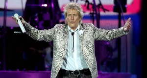 Hoteliers urged not to price gouge for Rod Stewart's PáircUí Chaoimh performance | BreakingNews.ie