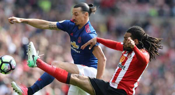 United beat Sunderland to keep up top-4 push