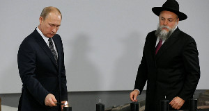 Chairman of Federation of Russia's Jewish Organizations Alexander Boroda and Russian President Vladimir Putin at the Jewish Museum and Tolerance Center today.