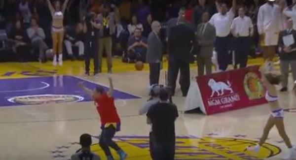 Mitch Kupchak: Lakers could retire both of Kobe's jerseys