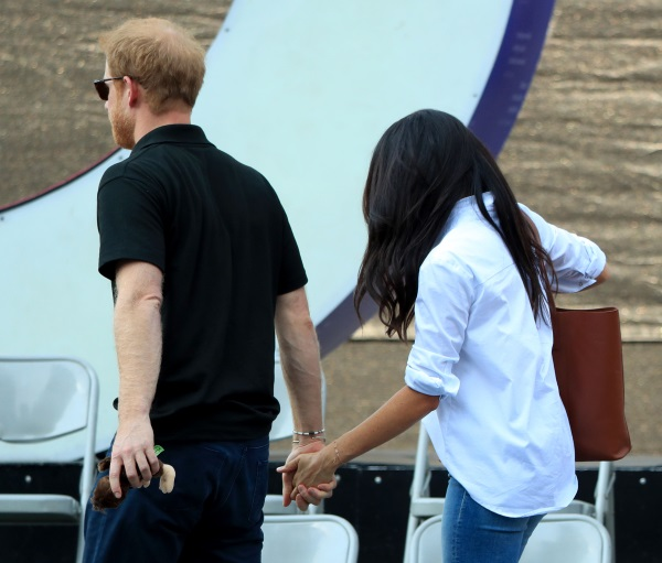 Adorable! Prince Harry and Meghan Markle Arrive at Invictus Games Holding Hands